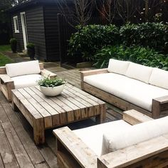 45 cool DIY outdoor couch ideas for relaxing moments outside the home . 45 cool DIY outdoor couch ideas for relaxing moments outside the home 45 cool DIY outdoor couch ideas for rel Palette Patio Furniture, Pallet Furniture Designs, Pallet Garden Furniture, Diy Outdoor Furniture, Outdoor Decor, Outside Furniture Patio, Outdoor Patio Tables, Outdoor Table Covers, Deck Furniture Layout