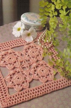 http://de-la-maison-au-jardin.over-blog.com/pages/Napperons_carres-2232881.html