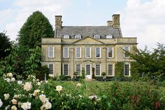 Bourton House is a beautiful private estate in the Cotswolds surrounded ny a stunning English garden.