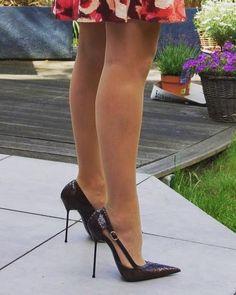 Black Stilettos, Sexy High Heels, Womens High Heels, Stiletto Heels, Talons Sexy, Walking In Heels, Pantyhose Heels, Beautiful Heels, Killer Heels