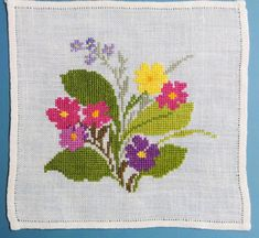 X-small exellently done vintage 1950s handmade cross-stitch embroidery tablet/ table-cloth with multicolor flower motive on bonewhite bottom
