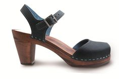 MAGUBA CLOGS! Giveaway!  Enter HERE: http://friedasophie.blogspot.com/2015/07/maguba-clogs-giveaway.html