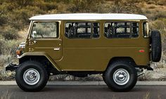Toyota some-thing! Looks like a Land Cruiser van/bus. Toyota Autos, Toyota Fj40, Toyota Trucks, 4x4 Trucks, Cool Trucks, Cool Cars, Diesel Trucks, Lifted Trucks, Mini Trucks