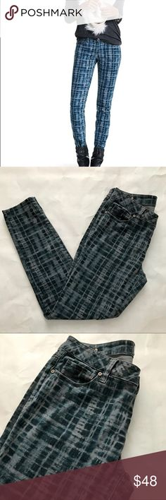 CAbi Grid skinny jeans size 10 in EUC Refuse to be basic with these fun grid patterned jeans from CAbi! They are in EUC with no holes, stains, or rips. Bundle with other items from my closet for the best deal! CAbi Jeans Skinny