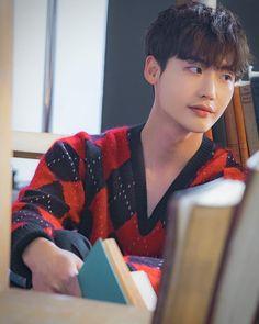 Lee Jong Suk -Romance is a bonus Book drama. Lee Joon, Lee Dong Wook, Lee Hyun Woo, Lee Jong Suk Hot, Lee Jung Suk Wallpaper, Kang Chul, Han Hyo Joo, W Two Worlds, Suwon