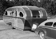 Aero Flite trailers built 1945 - 1949 at Van Nuys, CA. Old Campers, Vintage Campers Trailers, Retro Campers, Vintage Caravans, Camper Trailers, Happy Campers, Small Caravans, Classic Trailers, Tiny Trailers