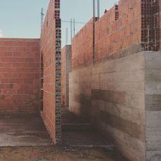 """""""concreto"""" #ahessarquitetura #arquitetandosonhos #naobra #concreto #executandosonhos #paredes"""