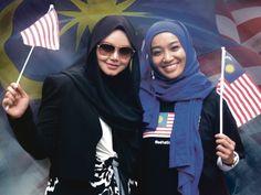Siti Fara edar Jalur Gemilang