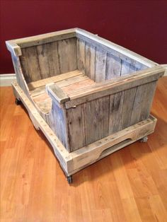 Here we are presenting DIY recycled pallet dog beds plans that are not only economical but at the same time looks different and unique. In this article, we are presenting mind-blowing plans to construct the DIY pallets wood dog bed. Dog Bed Frame, Wood Dog Bed, Pallet Dog Beds, Pallet Lounge, Diy Pallet Sofa, Diy Dog Bed, Diy Pallet Projects, Pallet Furniture, Dog Furniture