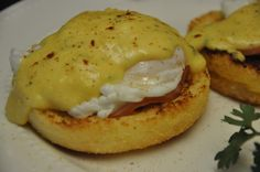 Eggs Benedict Dairy Free Hollandaise Sauce Ingredients 1 tablespoon white vinegar 8 large eggs (Organic/cage free)-Serves 4 Non –dairy Hollandaise sauce (Recipe below) 1/2 pound (16 slices) Canadia…