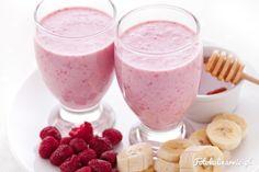 Koktajl z malin, bananów i kefiru z dodatkiem miodu. Odżywczy, energetyzujący, świetny na kaca i osłabienie.