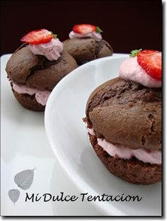 Muffins de chocolate con crema de fresa