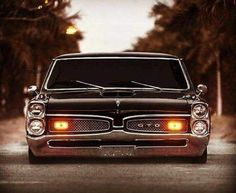 I love this mean look of this model GTO. PONTIAC.