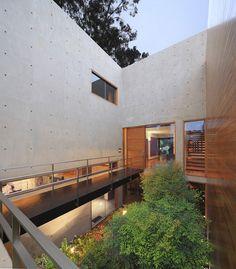 """""""House H"""" - Elegant Composition of Concrete & Steel Around Sunken Garden (5)"""