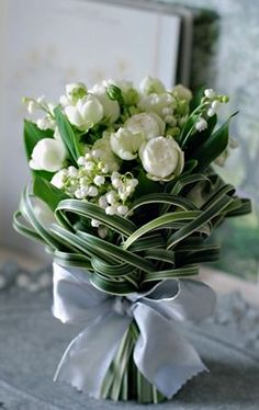 Gorgeous bouquet, extremely seasonally restrictive but goooooorgeous! Love the v… Gorgeous bouquet, extremely seasonally restrictive but goooooorgeous! Love the variegated lily grass… Bridal Flowers, White Flowers, Beautiful Flowers, Diy Flowers, White Tulip Bouquet, White Lilies, Bride Bouquets, Floral Bouquets, Purple Bouquets
