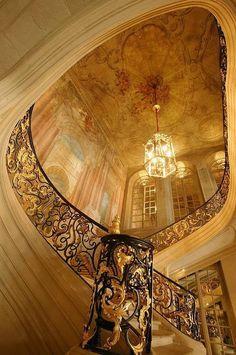 Escalier Hôtel de Ville, Paris, France.