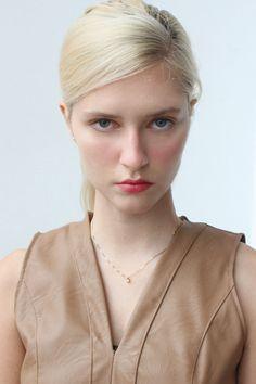 #anaschurmann Stylists, Digital, Makeup, Model, Make Up, Scale Model, Beauty Makeup, Models
