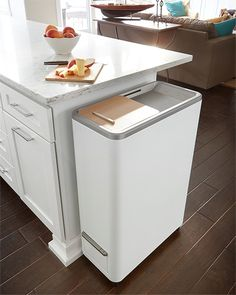 Whirlpool Zera Home Recycler Indoor composting without the mess, smell or work comes to any kitchen with Whirlpool's new speedy home food recycling powerhouse. Food scraps go in the counter-height machine and in 24 hours, prime fertilizer comes out. Modern Kitchen Trash Cans, Food Tech, Smart Home Technology, Garbage Can, Trash Bins, Home Food, Cuisines Design, Food Waste, Compost