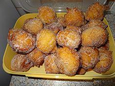 Quarkbällchen                                                                                                                                                                                 Mehr Pancake Dessert, Austrian Recipes, Tasty, Yummy Food, Cookie Desserts, No Bake Cake, Sweet Recipes, Biscotti, Food Porn