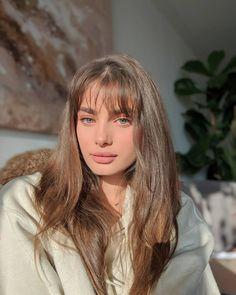 Taylor Hill is model from America. She's a Victoria's Secret Angel since Hill was a gymnast, before becoming a model and she has three siblings. My Hairstyle, Hairstyles With Bangs, Pretty Hairstyles, Fringe Hairstyles, Hair Inspo, Hair Inspiration, Taylor Hill Instagram, Instagram Posts, Hot Haircuts