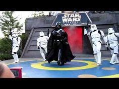 Darth Vader dances to beat it