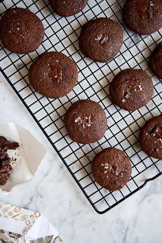 Double Chocolate Sea Salt Cookies / blog.jchongstudio.com #paleo