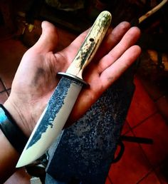 Classic hunter, with full convex grind. Hand forged by David del Moral Balparda from Cuchillos OTSO ALAI Knives.