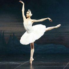 Swan Lake in Ballet Princess Svetlana Zakharova, Ballet Pictures, Dance Pictures, Ballet Art, Ballet Dancers, Royal Ballet, Ballet Vintage, Ballet Dance Photography, Pointe Shoes