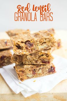 These hearty flavorful healthy and delicious granola bars have an unexpected protein-packed ingredient - red lentils! Protein Bar Recipes, Vegan Recipes, Snack Recipes, Dessert Recipes, Vegan Protein, Breakfast Recipes, Granola Bar Recipe Easy, Vegan Granola Bars, Vegan Snacks