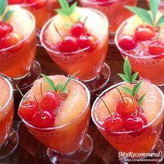ルビーのような紅色が美しいさくらんぼ「佐藤錦」を贅沢に使用したタルトをはじめ、一番人気のメロンのショートケーキやタルトなど、「FOUNDRY(ファウンドリー)」の初夏におすすめのケーキをご紹介!さくらんぼやメロンのジューシーな果汁が存分に味わえるケーキやデザートがズラリ!