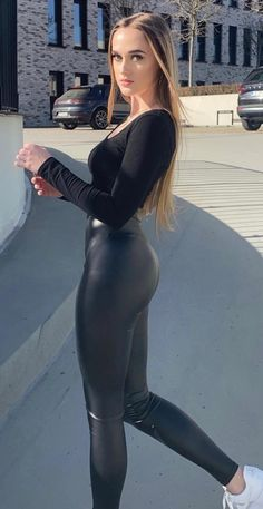 Sexy Outfits, Sexy Dresses, Skinny Leather Pants, Looks Pinterest, Cute Workout Outfits, Beautiful Little Girls, Long Jumpsuits, Girls In Leggings, Belle
