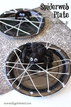 Spiderweb Plate Kids' Craft.  So easy and fun to make and only requires a few simple supplies!  These would be fun to make at a Halloween party!