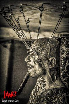 Φωτογραφίες από την σοκαριστική performace  του Ron Athey, προχθές στη Θεσσαλονίκη. - ΜΕΓΑΛΕΣ ΕΙΚΟΝΕΣ - Lightbox - LiFO