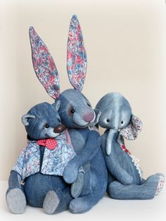 Inspiration for bunny ears Asian Quilts, Handmade Stuffed Animals, Teddy Toys, Denim Crafts, Fabric Toys, Animal Projects, Sewing Toys, Stuffed Animal Patterns, Diy Arts And Crafts
