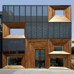 Athens, Greece, Moda Bagno & Interni Store – designed by k-studio. Expanded metal mesh and wood cladding Architecture Design, Studios Architecture, Contemporary Architecture, Amazing Architecture, Design Exterior, Facade Design, Shop Interior Design, Studio Interior, Design Shop