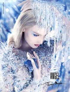 Thierry Mugler Angel - my all time favourite perfume! The first perfume I bought! Angel Parfum, Angel Fragrance, Perfume Ad, Vintage Perfume, Perfume Bottles, Anuncio Perfume, Boutique Parfum, Swatch, Beauty Ad