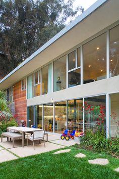 midcentury exterior by Shubin + Donaldson Architects, Inc.