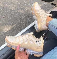 Follow ✨. @trυυвeaυтyѕ for more ρoρρin pins❕ Sport Shoes Price, Custom Shoes, Sports Shoes, Air Max Sneakers, High Top Sneakers, Sneakers Nike, Nike Air Max, Shoe Image, Ladies Shoes