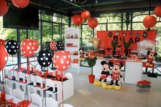 ... aniversário do Mickey e da Minnie!! Amei os docinhos, os detalhes das caixas decoradas e de cada copinho de doce, saquinho de lembrancinha .. enfim.. ...