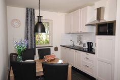 Appartement Kooiker Ameland - Volledig ingerichte keuken met o.a. vaatwasser en combi-magnetron. #Ameland #Kooiker #verhuur #genieten #appartement #kooikerverhuur http://kooiker-ameland.nl