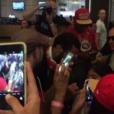 #49ers Colin Kaepernick signs autographs en route to postgame meeting with US Marines