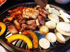 늦은 저녁시간 ~~~~~ 으아 진짜 맛있다 :-) on Twitpic