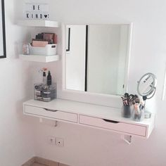 regram Allison 🐇 s'est installé une jolie coiffeuse avec l'étagère EKBY. P… regram Allison 🐇 has installed a pretty dressing table with the shelf EKBY. Not bad is not it ? Room Ideas Bedroom, Small Room Bedroom, Bedroom Decor, Ikea Bedroom, Small Bedroom Hacks, Small Bedrooms, Master Bedroom, Teenage Room Decor, Vanity Room