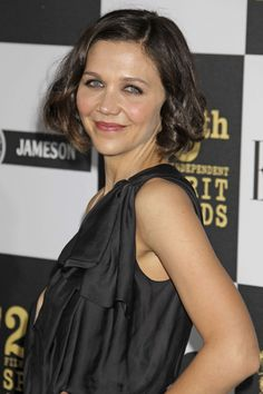 Maggie Gyllenhaals long curly bob hairstyle