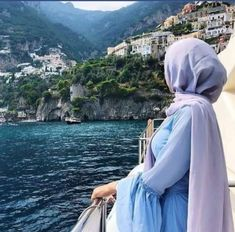 Image may contain: one or more people, people standing, mountain, outdoor, nature and water Hijab Hipster, Hijab Dp, Hijab Dress, Mode Hijab, Hijabi Girl, Girl Hijab, Muslim Girls, Muslim Women, Stylish Hijab