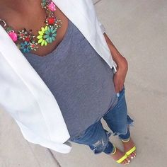Chic withe blazer, ripped jeans and ZARA statement necklace for summer style