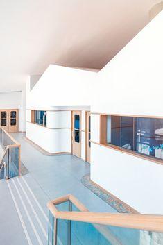 Montessori Kindergarten, Kindergarten Interior, Kindergarten Design, Montessori Classroom, Home Daycare, Education Architecture, Kid Spaces, Open Spaces, Wardrobe Design