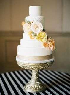 We're kind of obsessed with this cake: http://www.stylemepretty.com/2015/01/30/naturally-elegant-midwestern-wedding/ | Photography: Brett Heidebrecht - http://brettheidebrecht.com/