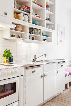 "kitchen with ""elefantöron"" for knobs. Kitchen Interior, New Kitchen, Vintage Kitchen, Interior Design Living Room, Kitchen Dining, Kitchen Decor, Kitchen Ideas, Interior Design Plants, Dining Room Design"