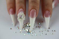http://cupio.ro/produse-manichiura/nail-art-ornamente/cristale-swarovski